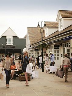 Whether you want to travel by train, car, coach or another form for transport find the best way to Bicester Village. People Crowd, Shopping Street, London Bridge, Christmas Villages, Love At First Sight, Home And Away, Latest Fashion, Street View, Journey