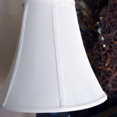 Did you know that you can paint a lamp shade? I will show you how to completely change the look of your favorite lamp and lampshade using chalk paint. Lampshade Redo, Fabric Lampshade, Painted Lampshade, Painting Lamp Shades, Painting Lamps, Fabric Painting, Diy Chalk Paint Recipe, Lamp Makeover, Furniture Makeover