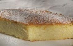 Torta di semolino allo yogurt - Ricetta per preparare la torta di semolino, un dolce facile e veloce a base di semolino che potete dare ai bambini per merenda o servire dopo una buona cena con amici.