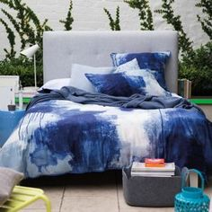 Blue Chroma bedlinen. Piece of abstract art in blue and white.