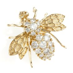 Crafted of 14-karat yellow gold, this Galleria brooch showcases a bumble bee design decorated with round-cut white diamonds. This brooch includes a bail on the back so it may be worn as a pendant on your favorite cord or chain.