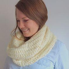 Crochet Scarf    Loop Scarf    Chunky Crochet Infinity Scarf    White
