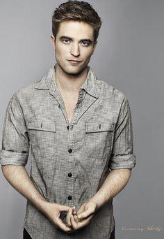 Robert pattinson is so hot I can't even take it. Robert Douglas, I Robert, Edward Cullen, Andy Biersack, Gorgeous Men, Beautiful People, Robert Pattinson Twilight, Twilight Saga, Twilight Movie