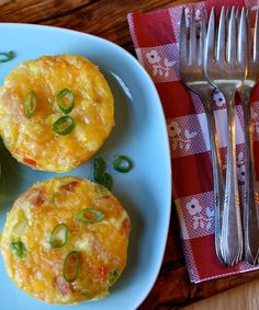 These mini Denver quiches with ham, cheese, and bell pepper are perfect bite-sized appetizers for brunch, and they make a great grab-and-go breakfast! #easter #recipes #holidays #eggs
