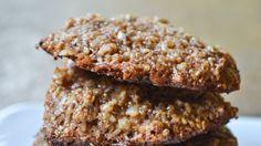 Estas galletitas son ideales para celíacos y para cualquiera que disfrute de esta sabrosa combinación: coco, chocolate y almendras, con todos los nutrientes de la quinoa entera. Las recomendamos!