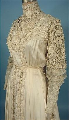 c. 1909/1910 Ivory Silk and Lace 2-piece Slightly Trained Gown. Detail