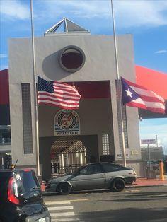 En la Autoridad de los Puertos en el Viejo San Juan las banderas estan a media asta 🇵🇷 #banderasyescudosVSJ #Sagradoagosto2016 Domingo 3:33pm