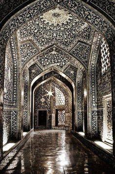 Splendor in contrast. Sheikh Lotf-allah's moqsque in Isfahan, Iran. Photo: Erfan Shoara