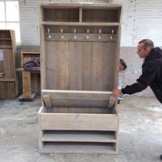 combi garderobe/schoenenkast Diy Furniture Projects, Diy Pallet Projects, Wood Projects, Home Furniture, Farmhouse Chic, Wood Design, Interior Design Living Room, Kitchen Interior, Home Organization