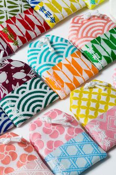 Japan Image, Traditional Japanese Art, Japan Design, Japanese Textiles, Print Layout, Geometric Designs, Diy Projects To Try, Handmade Bags, Packaging Design