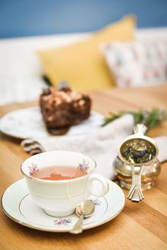 #photographie #pâtisserie #decoration #vintage #fleurs Panna Cotta, Tea Cups, Baking, Decoration, Tableware, Ethnic Recipes, Vintage, Food, Photography