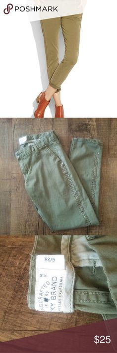 Lucky Brand Sienna Chino Pants size 6/28 Slim boyfriend fit sienna chino Size 6/28 Light green with gold studs Great condition Lucky Brand Pants Ankle & Cropped