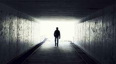 """Grenzen zwischen Leben und Tod-""""Wir verschieben die Grenzen zwischen Leben und Tod immer weiter in den Bereich, der früher für das Jenseits gehalten wurde"""", sagt der New Yorker Notfallmediziner Sam Parnia. Er gilt als einer der führenden Sterbeforscher weltweit. Im Oktober 2014 veröffentlichte er die ersten Ergebnisse der AWARE-Studie. Sie liefert den ersten wissenschaftlichen Beweis dafür, dass Wahrnehmung und Bewusstsein bei einem Menschen auch nach einem minutenlangen Herzstillstand noch…"""
