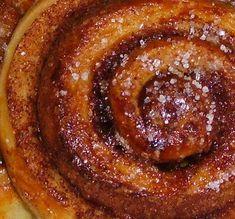 Magazino1: Ζαχαρένια σαλιγκάρια με κανέλλα Sweet Buns, Sweet Pie, Greek Desserts, Greek Recipes, Sweets Recipes, Cake Recipes, Cooking Recipes, How To Make Cake, Food To Make