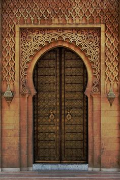 Just a traveler who loves Islam, books, camels, rain and the smell of coffee in the early morning :) Indian Architecture, Ancient Architecture, Architecture Details, Cool Doors, Unique Doors, Entrance Doors, Doorway, Kalif Storch, Moroccan Doors