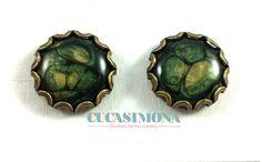 #Pendientes con resina de mica verde hoja y oro viejo #Bisuteria #CucaSimona #Hechoamano