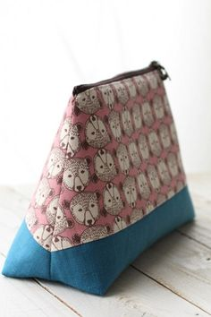 Size: (l) (w – opening) (bottom) (d) This pouch is made with a slightly thick cotton linen canvas fabric with Scandinavian-like animal motifs Fabric Crafts, Sewing Crafts, Sewing Projects, Bag Patterns To Sew, Sewing Patterns, Diy Bag Designs, Pouch Pattern, String Bag, Little Bag