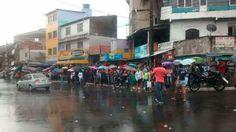 #LEIAMAIS WWW.OBSERVADORINDEPENDENTE.COM SALVADOR: Ônibus voltam a circular e comerciários fazem protesto na Avenida Sete