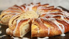 Foto: Tone Rieber-Mohn / NRK Norwegian Food, Cake & Co, Holiday Baking, Sweet Bread, Pavlova, Bread Baking, I Love Food, Low Carb Recipes, Food And Drink