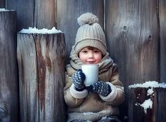 What a darling winter photography idea for your kids! Winter Photography, Creative Photography, Children Photography, Christmas Portraits, Christmas Photos, Winter Family Photos, Girl Photo Shoots, Photo Portrait, Foto Baby