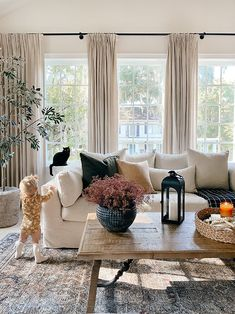 Home Living Room, Apartment Living, Living Room Decor, Fall Home Decor, Autumn Home, Living Room Inspiration, Home Decor Inspiration, Porches, Cozy House