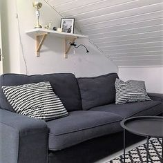 Me Naiset – Blogit | Sukkasillaan – Siniset sukat Love Seat, Couch, Furniture, Home Decor, Homemade Home Decor, Sofa, Couches, Home Furnishings, Sofas