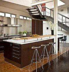 Las cocinas estilo americana son ideales para lofts y departamentos, ya que es un diseño muy funcional porque le proporciona un mejor uso a los pequeños espacios