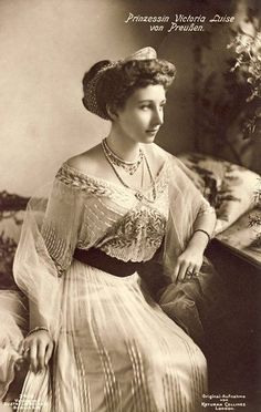Empress Augusta and Wilhelm II's only daughter, Princess Victoria Louise, had her own rather nice dainty diamond tiara in what was nick-named the Hellenic-style.