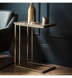 Side table with marble top and brushed bronzed base - Interior Design Fans Marble Furniture, My Furniture, New Interior Design, Bathroom Interior Design, Home Remodeling Diy, My Living Room, Elegant, Rustic Decor, Modern Design