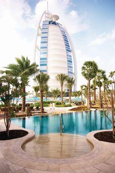 Jumeirah Al Naseem Pool mit Blick auf den Burj Al Arab In Dubai, Dubai City, Dubai Hotel, Dubai Beach, Design Hotel, Places Around The World, Around The Worlds, Burj Al Arab, Paisajes