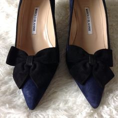 Manolo Blahnik bow kitten heels Brand new, never worn piece. Such a classic Manolo to add to your wardrobe. Size 39. Hand Made in Italy. Manolo Blahnik Shoes Heels
