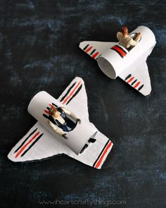 A happy homemade space shuttle craft school crafts star wars Outer Space Crafts For Kids, Fun Projects For Kids, Crafts For Kids To Make, Star Wars Birthday, Star Wars Party, Anniversaire Star Wars, Star Wars Crafts, Paper Toy, Paper Craft