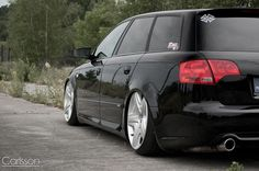 Audi A4 B7 Avant - Low on Bentley wheels