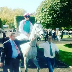 "Maquette ""Tapit-Announce"" J-4 pour le #prixdediane Longines ! #FrenchOaks #Horseracing #horse"