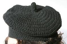 basco fatto all'uncinetto - crocheted beret