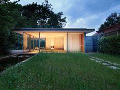 Une maison d'architecte transparente entre terre et rivière