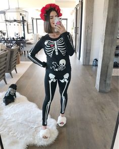 it, a shopping discovery app that allows you to instantly shop your favorite influencer pics across social media and the mobile web. Halloween Costumes Pregnant Women, Pregnancy Costumes, Skeleton Halloween Costume, Diy Couples Costumes, Family Halloween Costumes, Halloween Outfits, Costumes For Women, Costume Ideas, Costumes Kids