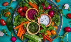 Healthy and Delicious Holiday Snacks The holiday season is here, and while indulging in your favorite treats is part of the fun of the season, you can also enjoy many healthier options. Here are three of our favorite healthy holiday snacks! Best Appetizers, Appetizer Recipes, Appetizer Party, Fresh Vegetables, Veggies, Raw Food Recipes, Healthy Recipes, Dip Recipes, Salad Recipes