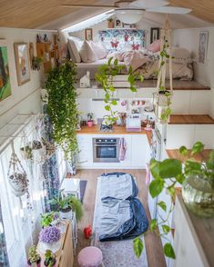 25 Best Boho Chic Bedroom Interior and Furniture 2 Boho Chic Bedroom, Gothic Bedroom, Hippie Home Decor, Bohemian Decor, Bohemian Living, Home Improvement Loans, Aesthetic Bedroom, Tiny House Living, Living Room
