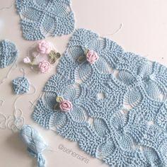 Crochet How to crochet doily Part 1 Crochet doily rug tutorial - Crochet Winter Crochet Afghans, Crochet Doily Rug, Plaid Crochet, Crochet Bedspread, Crochet Winter, Crochet Mittens, Crochet Squares, Love Crochet, Baby Blanket Crochet
