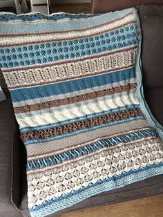 ...'s CAL. After thinking about it a while I decided to join and make this blanket based on the color pallete I want to use for our new house that's being built this year. Week 1...