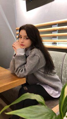~~~~ I've eaten way too much chocolate and I feel sick ? Pretty People, Beautiful People, Beautiful Women, Korean Girl, Asian Girl, Chica Cool, Aesthetic Girl, Tumblr Girls, Ulzzang Girl