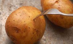 jak lehce oloupat vařené brambory