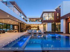 Uma mansão de tirar o fôlego! Villa Design, Dream Home Design, Modern House Design, Modern Zen House, Big Modern Houses, Contemporary Design, Dream Mansion, Luxury Homes Dream Houses, Modern Architecture House