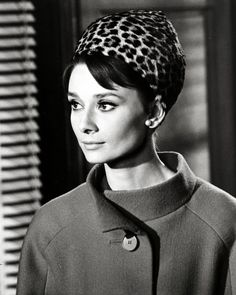 Audrey Hepburn in Charade, 1963 Audrey Hepburn Charade, Audrey Hepburn Mode, Old Hollywood, Viejo Hollywood, Classic Hollywood, Francoise Hardy, Fred Astaire, Lauren Bacall, Sophia Loren