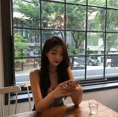 Fashion asian girly seoul ideas for 2019 Ulzzang Fashion, Korean Fashion, Trendy Fashion, Pretty Girls, Cute Girls, Ulzzang Korean Girl, Insta Photo Ideas, Girls Dream, Asian Style