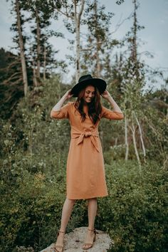 The Dahlgren Tie Dress in Camel Stylish Dresses, Stylish Outfits, Cute Outfits, Fashion Outfits, Stylish Clothes, Nursing Friendly Dress, Piper And Scoot, Derby Dress, Family Photo Outfits