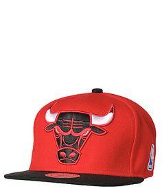 Für alle, deren Herz für die Chicago Bulls schlägt, ist diese Schildkappe das passende Accessoire.    Merkmale:  - individuell verstellbar  - Adjustable Fit Passform