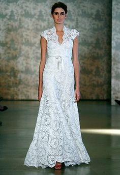 gorgeous lace detail... reminds me of another era