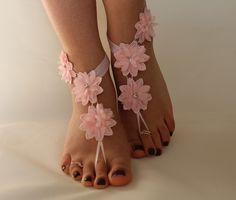 dentelle rose, jeune mariée pieds nus, sandales dentelle française, chaussures nude,, Bijoux de pied, de mariage, dentelle : Autres accessoires par passionis